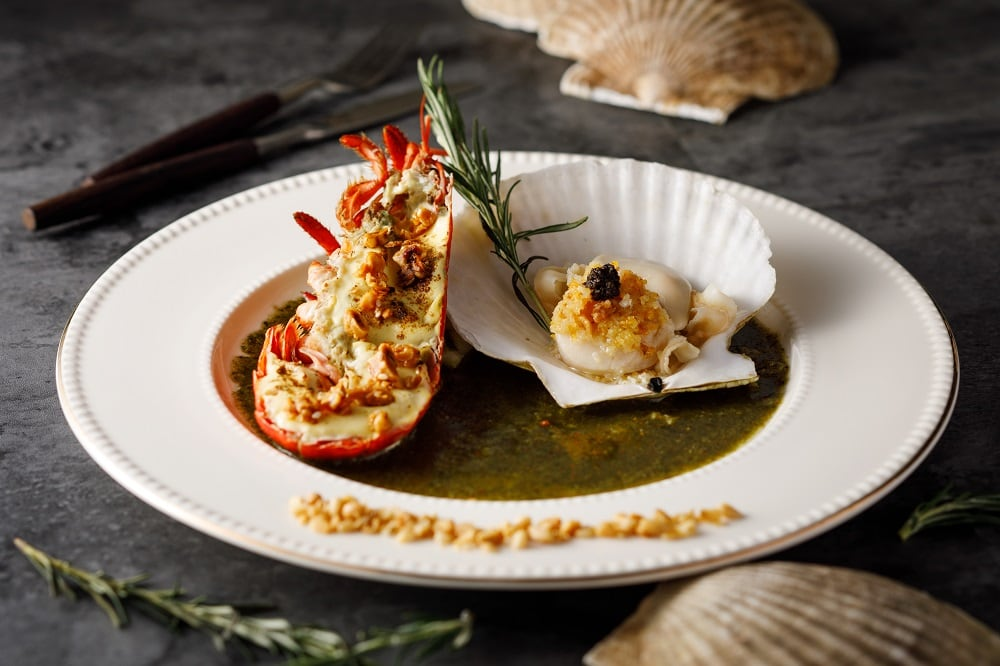 Dinner_lobster and scallop_close