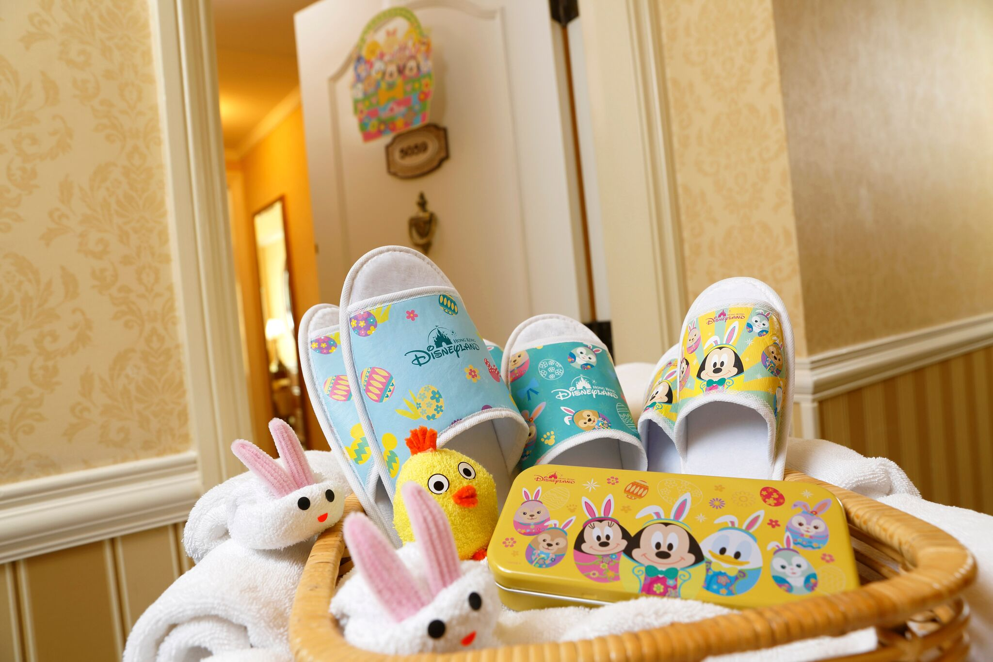 Hong Kong Disneyland Resort hotels_Eggstravaganza-themed gift pack_preview
