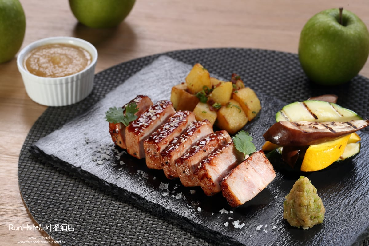 barbecued pork loin with apple sauce