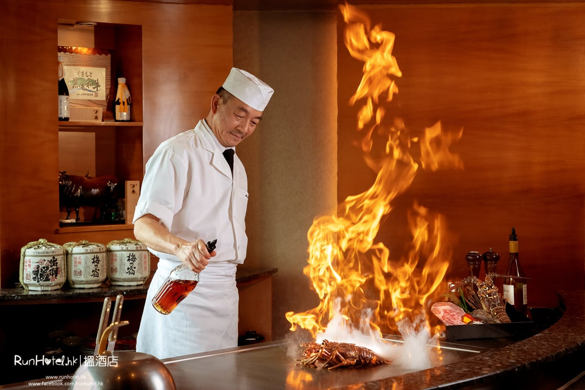 Chef Aki at Teppanyaki Counter(h)