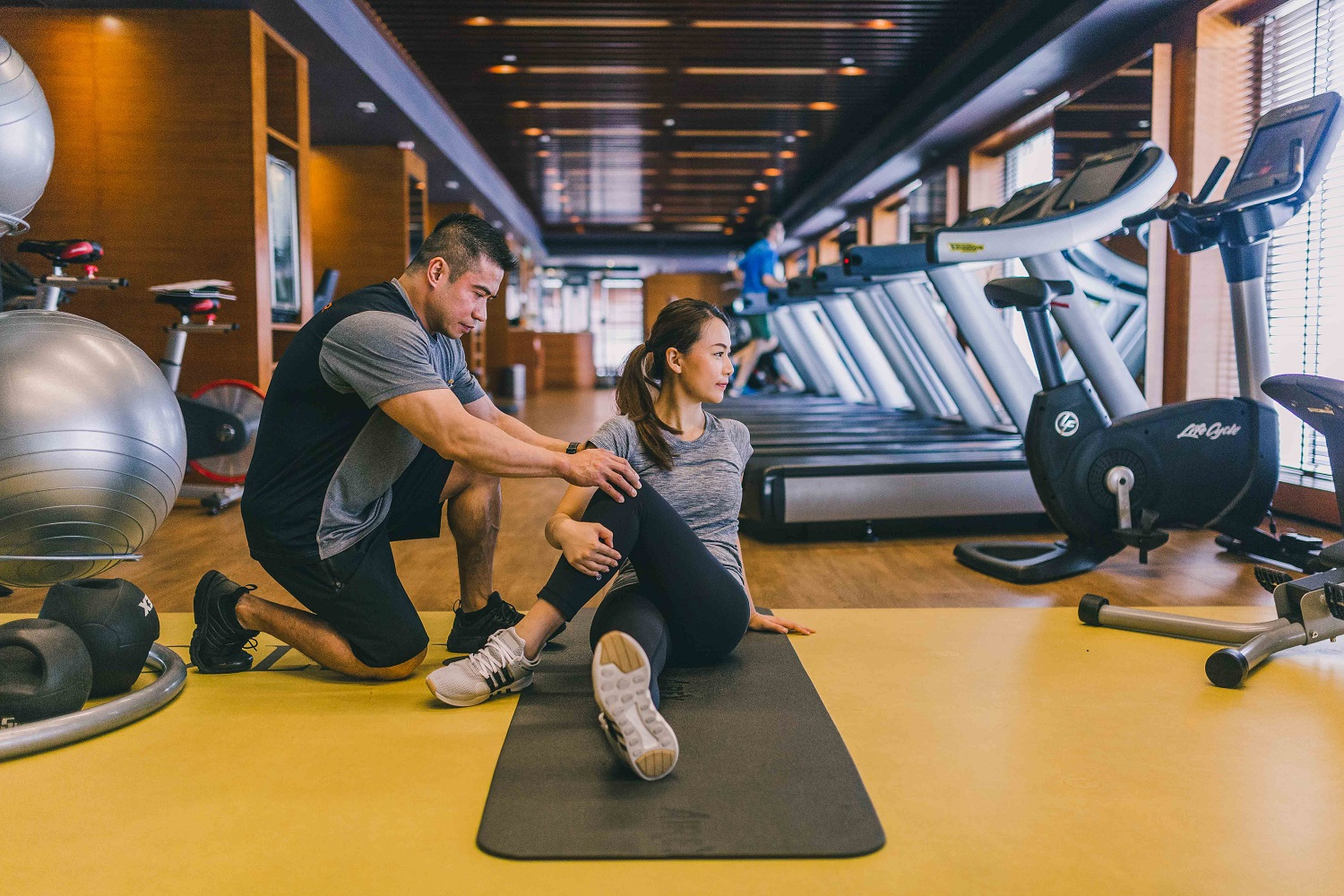 Mandarin-Oriental-Hong-Kong-The-Fitness-Centre-Personal-Training-Floor-Stretches