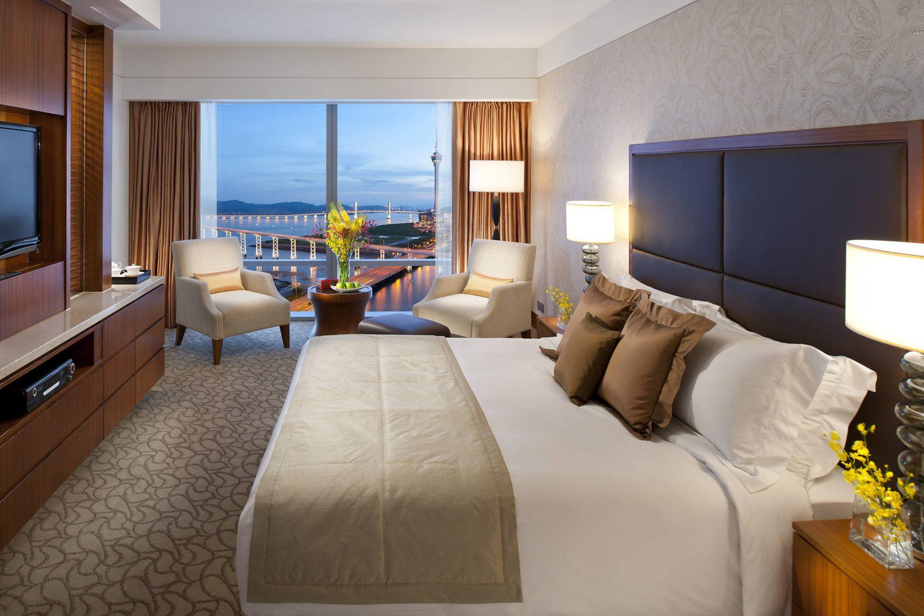 macau-room-deluxe-lake-view-room