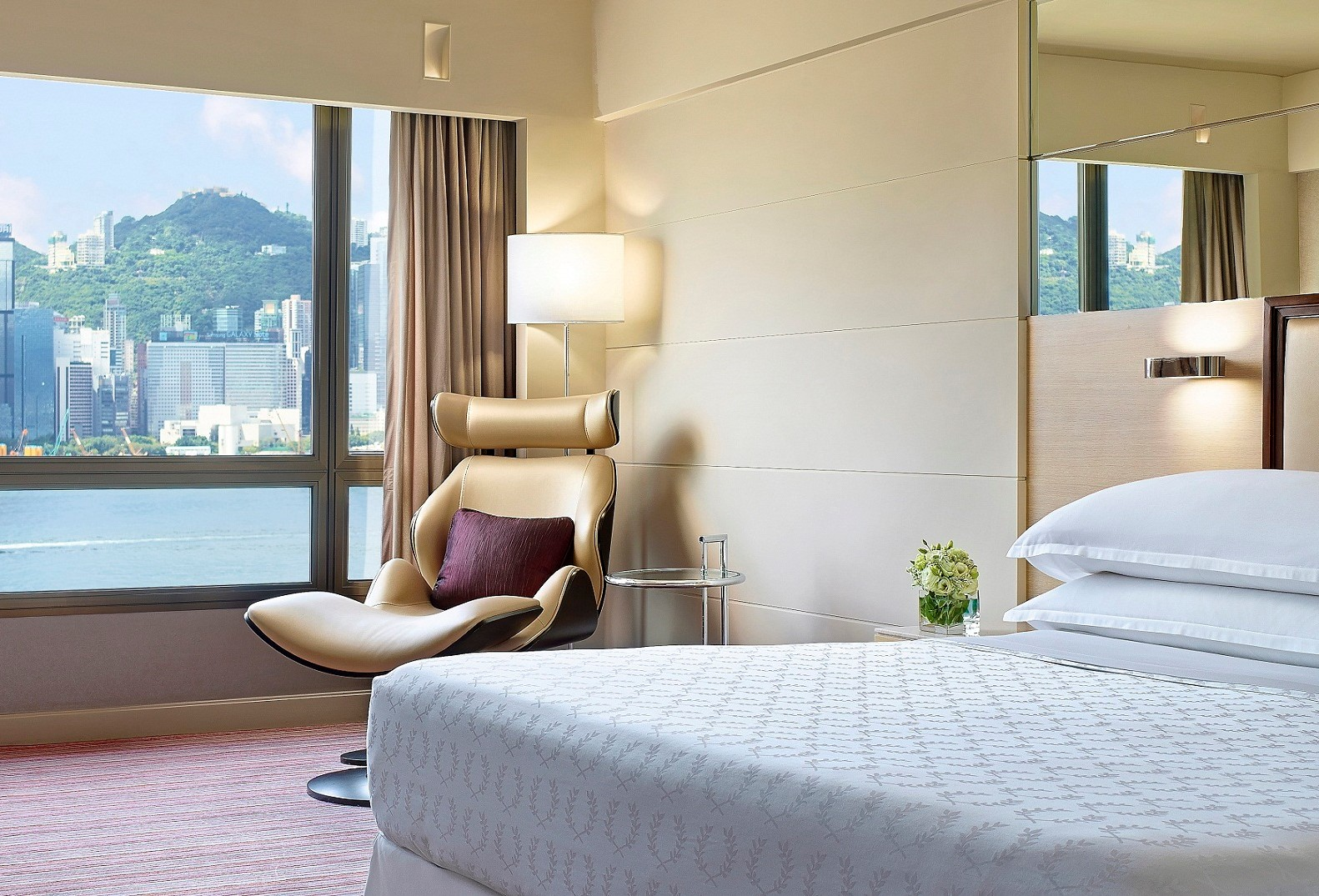 Sheraton Hong Kong - Deluxe Harbour View Room