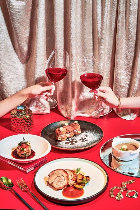 W Hotel Christmas Campaign 2020 Benana Ng Crystal Ma Benana Photography 香港 商業攝影師 時尚人像攝影師 Hong Kong Fashion Beauty Portrait Celebrity Food Commerical Campaign Print Advertisement Print Ads 廣告 Photographer 攝影師 Videograph